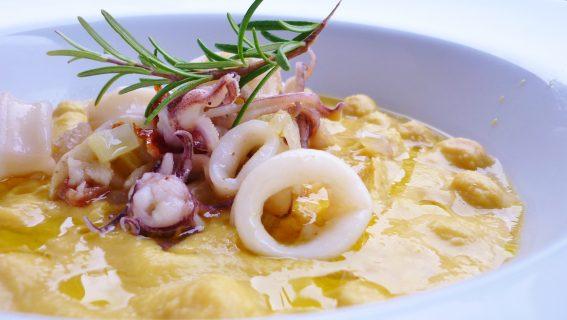 zuppa di ceci e calamari al rosmarino